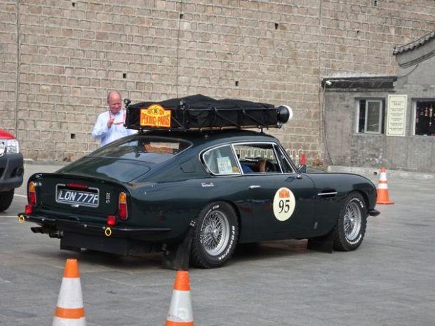 2016-06-12 James Bond with roof racks